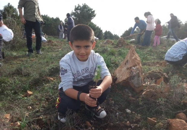 Maltepe'de Ağaçlandırma Seferberliğine Zinde Gençlik'ten Destek