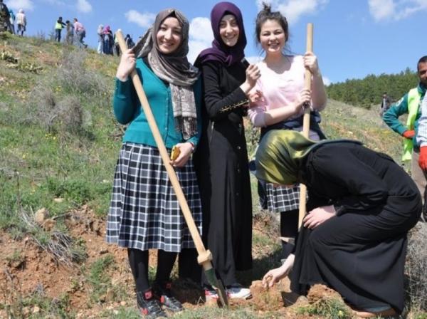 ÇEKUD Kırıkkale'de Bir Dizi Fidan Dikimi Gerçekleştirdi