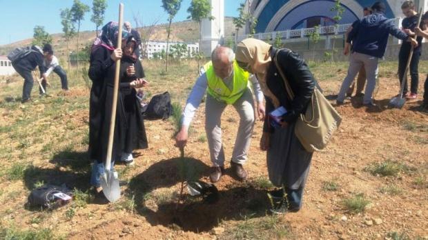 Kırıkkale'de Fidanlar Şehitlerimiz için Toprakla Buluşturuldu