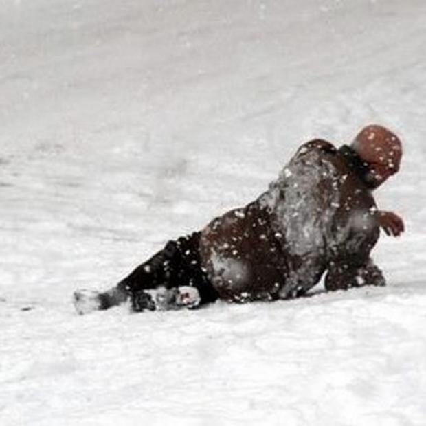 Karlı ve Buzlu Yollarda Yürürken Dikkat!